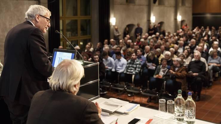 Kurt Fluri liess die Versammlung über zwei Anträge, welche in die Finanzkompetenz des Gemeinderates fallen, nicht abstimmen liess. Umgekehrt liess er über einen Antrag abstimmen, der ohne direkt traktandiert gewesen zu sein eingebracht wurde. (Archiv)