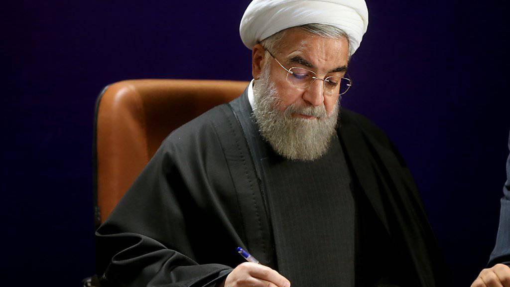 Der iranische Präsident Hassan Ruhani gilt als Reformer: Diese neue politische Atmosphäre könnte dazu geführt haben, dass sich mehr als doppelt so viele Frauen und Männer zur Wahl ins Parlament aufstellen liessen. (Archivbild)