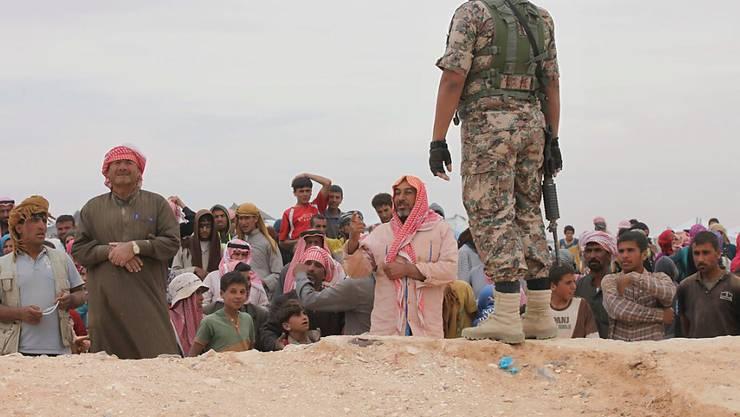 Syrer erreichen ein Flüchtlingslager in Jordanien: Die brüchige Waffenruhe im Land wurde zuletzt verlängert.