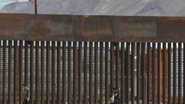 Das US-Verteidigungsministerium hat 3,6 Milliarden Dollar für Präsident Donald Trumps geplanten Bau einer Mauer an der Grenze nach Mexiko genehmigt.  (Foto: Christian Chavez / AP)