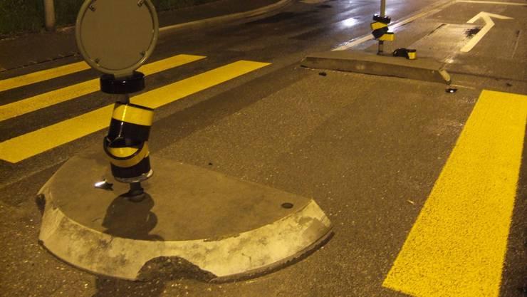 In der Nacht auf Mittwoch kollidierte der Wagen mit einem Inselleuchtpfosten und einer Blumenkiste. (Symbolbild)