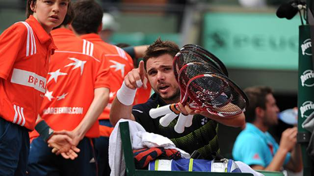 Wawrinka - Simon: Wawrinka benötigt nach vier Stunden neue Rackets