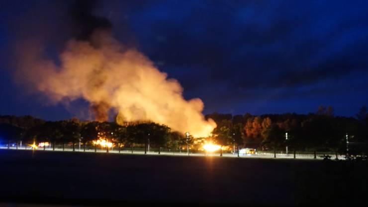 An zwei verschiedenen Orten des Areals tobte der Brand und war vom Quartier aus gut ersichtlich.