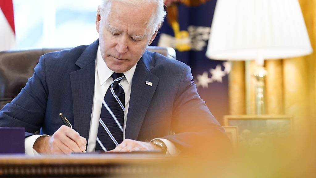 ARCHIV - US-Präsident Joe Biden im Oval Office des Weißen Hauses. Foto: Andrew Harnik/AP/dpa
