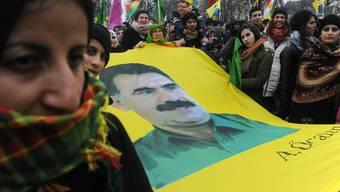 """""""Free Öcalan"""": Das fordern tausende Kurden in Strassburg"""