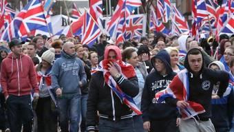 Bei pro-britischen Demonstrationen kam es in Belfast erneut zu Krawallen