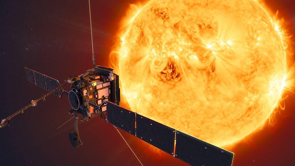 ARCHIV - Die Sonde Solar Orbiter vor der Sonne (undatierte Grafik). Foto: ATG medialab/ESA/dpa - ACHTUNG: Nur zur redaktionellen Verwendung und nur mit vollständiger Nennung des vorstehenden Credits