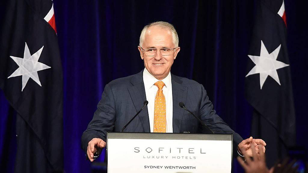 Der amtierende Regierungschef von Australien, Malcolm Turnbull, musste mit seiner konservativen Koalition deutliche Verluste hinnehmen. Dennoch gewinnt er womöglich genügend Sitze, um an der Regierung zu bleiben.