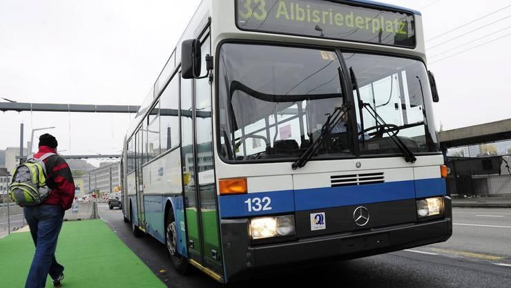 Ein solcher VBZ-Bus war am frühen Nachmittag in einen Unfall verwickelt.