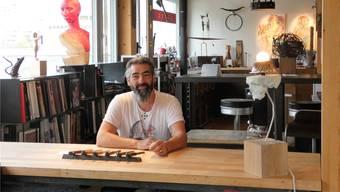 Der Brugger Künstler Claudio Cassano feiert das kleine Jubiläum gemeinsam mit zwanzig weiteren Künstlerinnen und Künstlern.