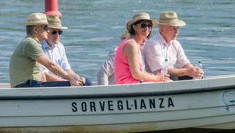 An Ideen dürfte es nicht mangeln: zum Beispiel Entspannung auf dem See? Die Bundesräte Didier Burkhalter, Johann Schneider-Ammann und Ueli Maurer sowie die diesjährige Bundespräsidentin Doris Leuthard während der Bundesratsreise im Juli 2015 bei einem Bootsausflug auf dem Lago Maggiore. (Archiv)