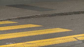 Im Januar 2019 hat ein Pick-Up-Lenker in Kölliken zwei Buben auf dem Zebrastreifen angefahren und Fahrerflucht begangen. Eine Woche nach dem Unfall konnte die Polizei den Täter ermitteln. Nun wurde der 38-Jährige wegen fahrlässiger Körperverletzung und pflichtwidrigen Verhalten verurteilt.