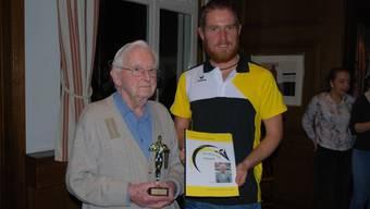 Leo Niggli mit seinem TVW Ehren-Award gemeinsam mit dem Präsidenten Köbi Haug.