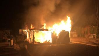 Vergangene Woche brannte in Reinach ein Hühnerstall, wobei 20 Hühner gestorben sind.