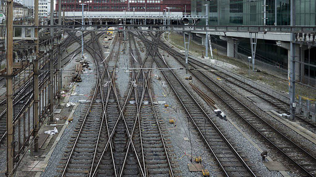 Der günstigere Bahnstrom soll auch Bahnkundinnen und Kunden zugute kommen. (Archiv)
