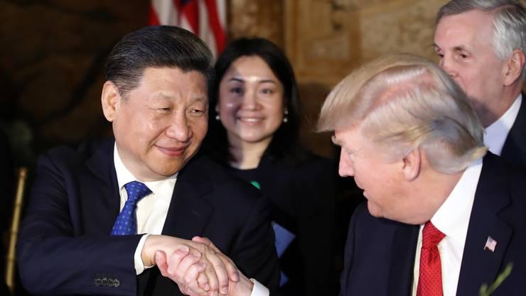Donald Trump hat Chinas Staatschef Xi Jinping in seiner Residenz Mar-a-Lago in Florida empfangen.