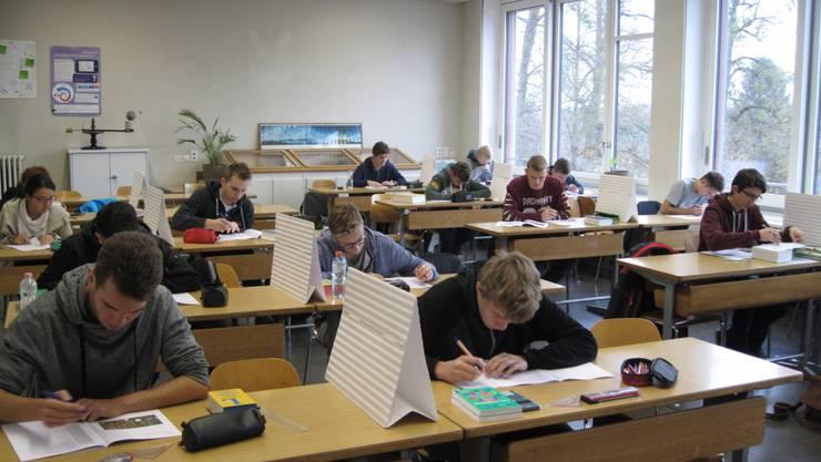 Die Teilnehmenden beim schriftlichen Test