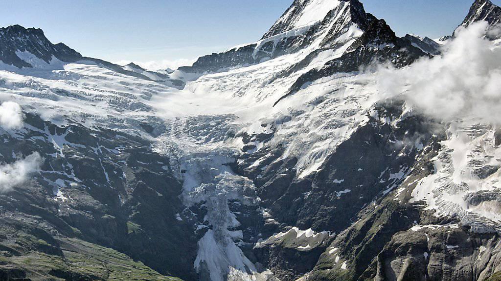 Der Absturzort: das Schreckhorn mit dem oberen Grindelwaldgletscher (Archivbild aus dem Jahr 2011).