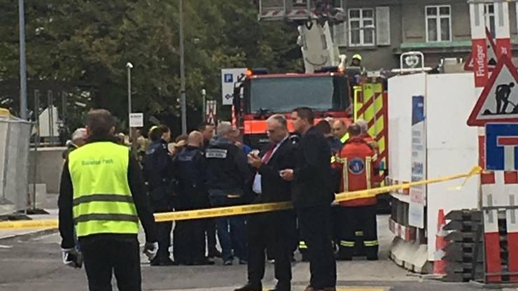 Feuerwehr, Polizei und Sanität überwachten die Situation.