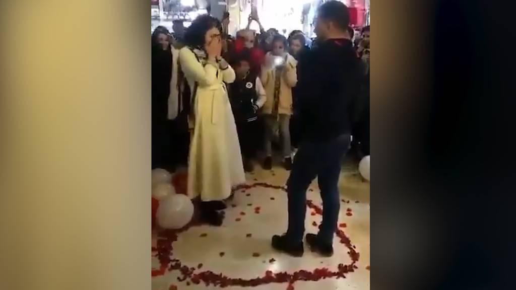 Paar nach Heiratsantrag verhaftet