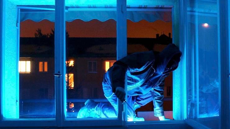 Einbrecher auf frischer Tat ertappt (Symbolbild).