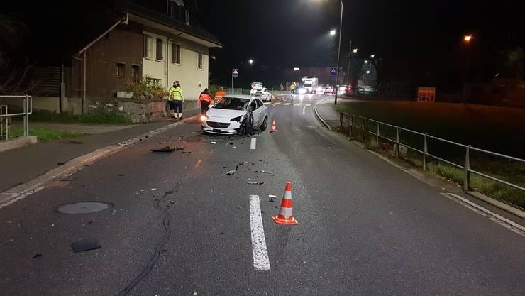 Auf der Hauptstrasse in Menziken kam es am frühen Donnerstagmorgen zu einem Unfall.