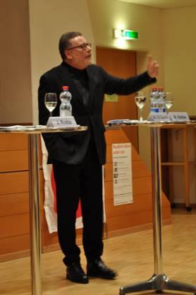 Markus Notter diskutiert mit Leidenschaft