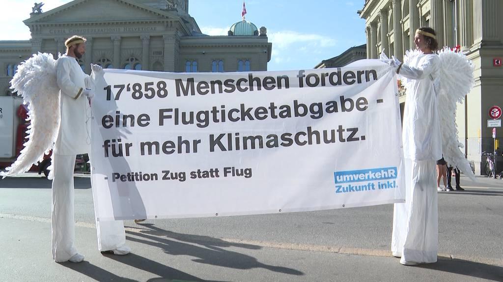 Petition für Flugticketabgaben eingereicht