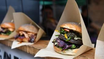 Das für seine veganen Burger bekannte Unternehmen Beyond Meat hat im abgelaufenen Geschäftsquartal eine starke Umsatzsteigerung verzeichnet. (Symbolbild)