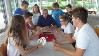 Die Ferienpasskinder gehen voll konzentriert ins Spiel.apb