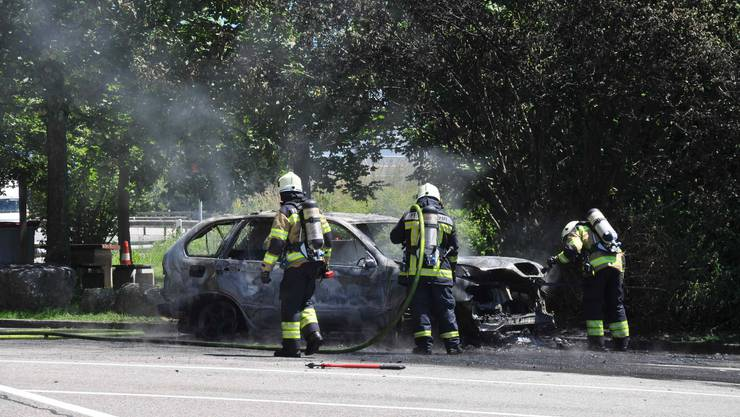 Am Mittwochnachmittag geriet ein Fahrzeug in Brand.