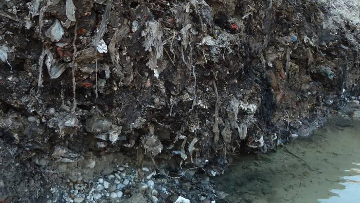 Für die Renaturierung der Emme wurde die alte Kehrichtdeponie Geissschachen in Biberist ausgehoben – dabei wurde im Juni 2011 auch eine Kleinstmenge radioaktives Metall gefunden.  Afu