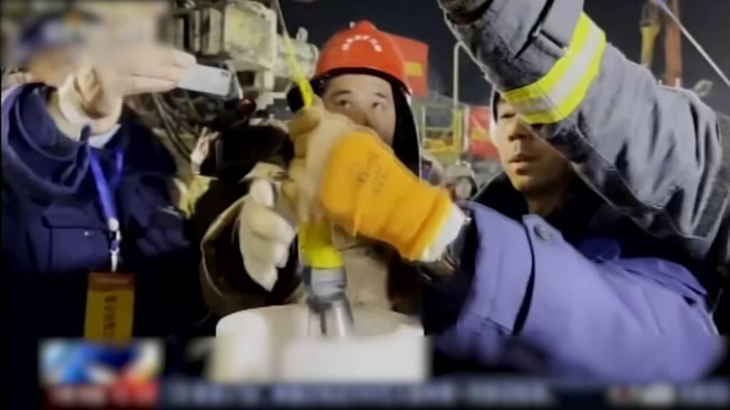 Eine Woche nach Explosion: Lebenszeichen von zwölf Mineuren
