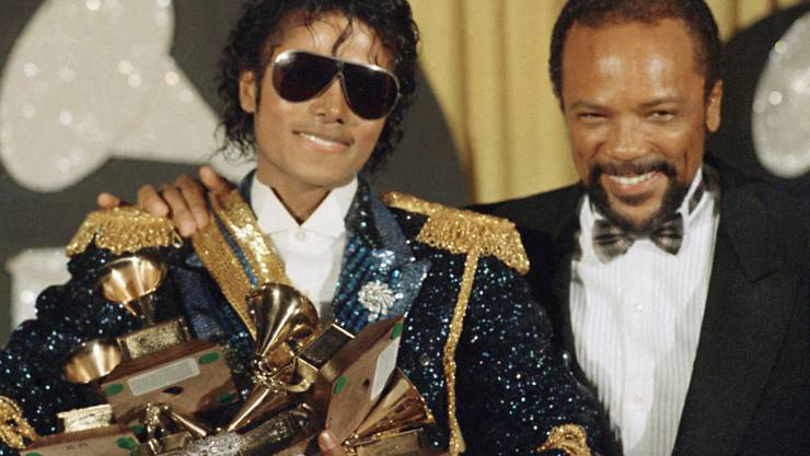 "Das Bild zeigt Michael Jackson 1984 zusammen mit Qunicy Jones anlässlich der Grammy-Awards-Verleihung in Los Angeles. Das Filmfestival in Venedig präsentierte am 4. September 2017 eine 3-D-Version von Jacksons Musikvideo ""Thriller"". (Archiv)"