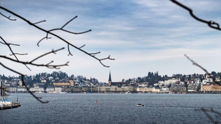 Ansicht der Stadt Luzern vom Richard Wagner Museum aus.