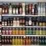 Auch Schweizer Gins stehen in den Ladenregalen. Aber ihr Marktanteil ist gering. (Themenbild)