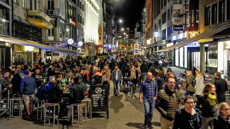 In der Basler Steinenvorstadt kam es in der Nacht auf Samstag zu einer gewalttätigen Auseinandersetzung mit einem Verletzten. (Symbolbild)