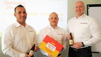Die innovativen Köpfe präsentieren das neue Guldentaler Bier: die Mümliswiler Thomas Bader (v.l.), Sascha Büttler und Initiant Marek Kammermann.