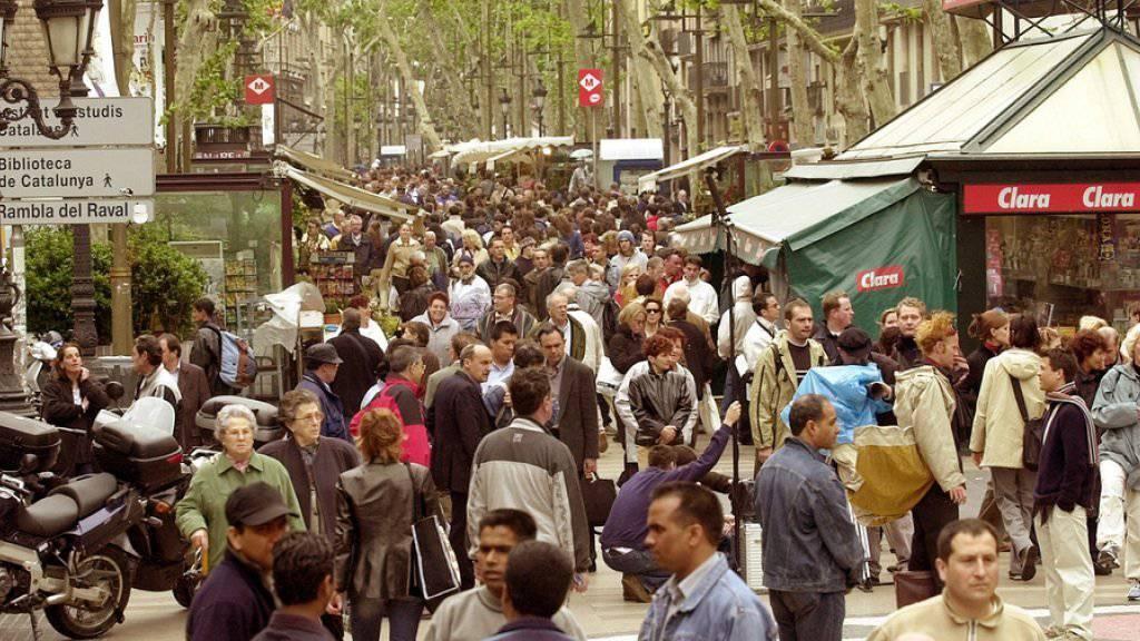 Der Boulevard Las Ramblas in Barcelona ist bei den Touristen beliebt. Schüsse in einer Nebenstrasse führten zu einer Panik. (Archiv)