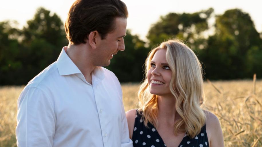 Die Freude ist dem Paar anzusehen: Sebastian Kurz und Lebenspartnerin Susanne Thier.
