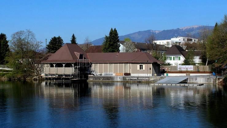 Das Bootshaus vom anderen Ufer aus betrachtet