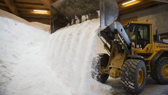 Der Winter 2017 fordert die Strassenreinigung – und die Betreiber der Schweizer Salinen. (Archivbild)