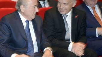 Will ihn nicht zum Sündenbock machen: Ueli Maurer (rechts) neben FIFA-Präsident Sepp Blatter an der Eröffnungszeremonie des FIFA-Kongresses.