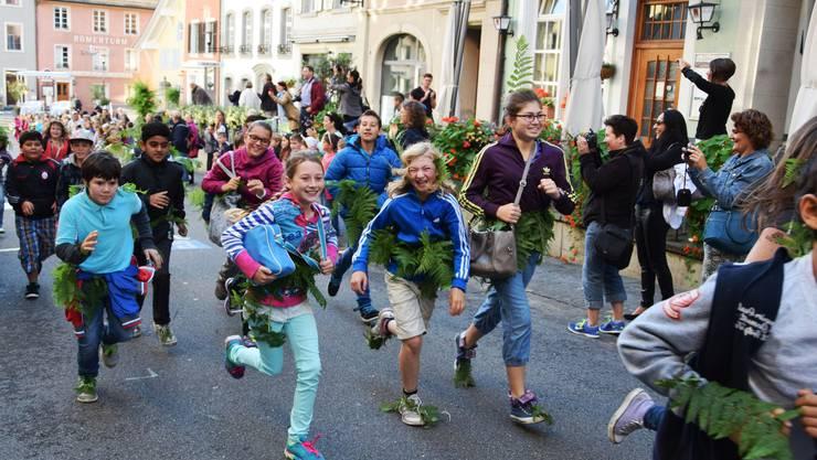 Mit dem Sturmlauf durch die Altstadt beginnt die Jugendfest-Woche