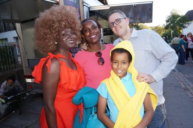 Die beiden Gäste machten extra Zwischenstopp in Schlieren fürs Festival. Sie kommen aus Texas und reisen nach Kenia.