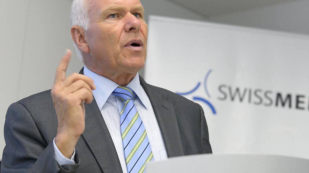Swissmem-Präsident Hess an einer Medienkonferenz seines Verbandes: Hess lehnt Lohnsteigerungen ab, weil die Schweiz nach seiner Einschätzung sonst international an Konkurrenzfähigkeit einbüsst. (Archivbild)