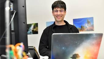 Tobias Oetiker in seinem Büro am Aarweg. Seit 13 Jahren ist der Informatiker selbstständig.