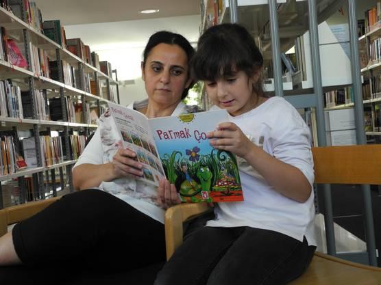 «Ich kann Bücher auf Türkisch und Deutsch lesen. Das türkische Alphabet und das Lesen in dieser Sprache habe ich mir selber beigebracht. Meistens lese ich aber auf Deutsch. Türkisch ist für mich schwieriger.»
