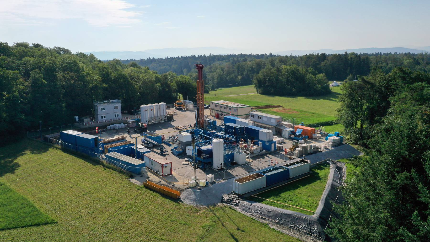 Der Bohrplatz Riedacker: Hier wird seit Dienstag zum zweiten Mal in der Aargauer Gemeinde Bözberg für ein mögliches Tiefenlager gebohrt.