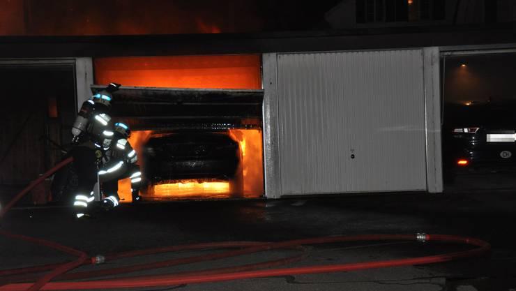 Die Feuerwehrleute hatten den Brand unter Kontrolle.